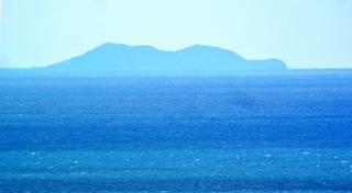 〈おしらせ〉0142:1701161359「東郷公園」から遠望した「沖ノ島」.JPG