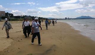 〈お知らせ〉0137:�@1609171133「津屋崎浜」を歩く参加者017.jpg