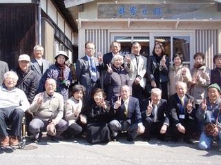 〈事務局日記〉0128・�@1203251118貝寄せ館開館式で記念撮影優30.JPG