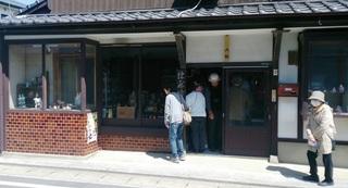 〈事務局日記〉0235:�@150328281151津屋崎人形原田半蔵店を案内・「クラブツーリズム」 001.jpg