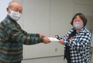 〈事務局日記〉0374:�G2011221514吉村勝利会長から修了証を授与される竹中美雪会員6649.JPG