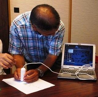 〈企画事業〉092・�@1209021621マイクロスコープで調べる麦野裕会員05.JPG
