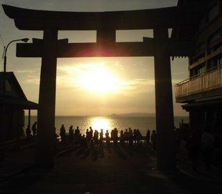 〈企画事業〉159・�@1610181715光る海面優・宮地浜「夕陽風景時計」前で夕陽を観る会6978.JPG