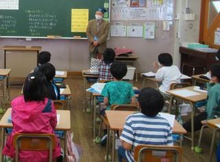 〈活動記録〉0713:�@2010291206児童らに助言する吉村勝利会長6574.JPG